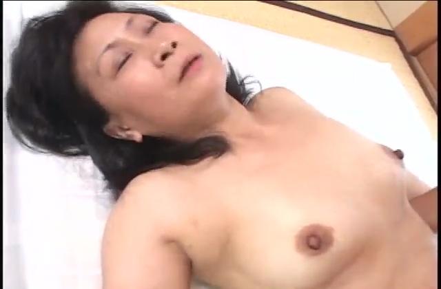 【ひとずま熟女無修正動画】バイブ狂いの五十路おばさん