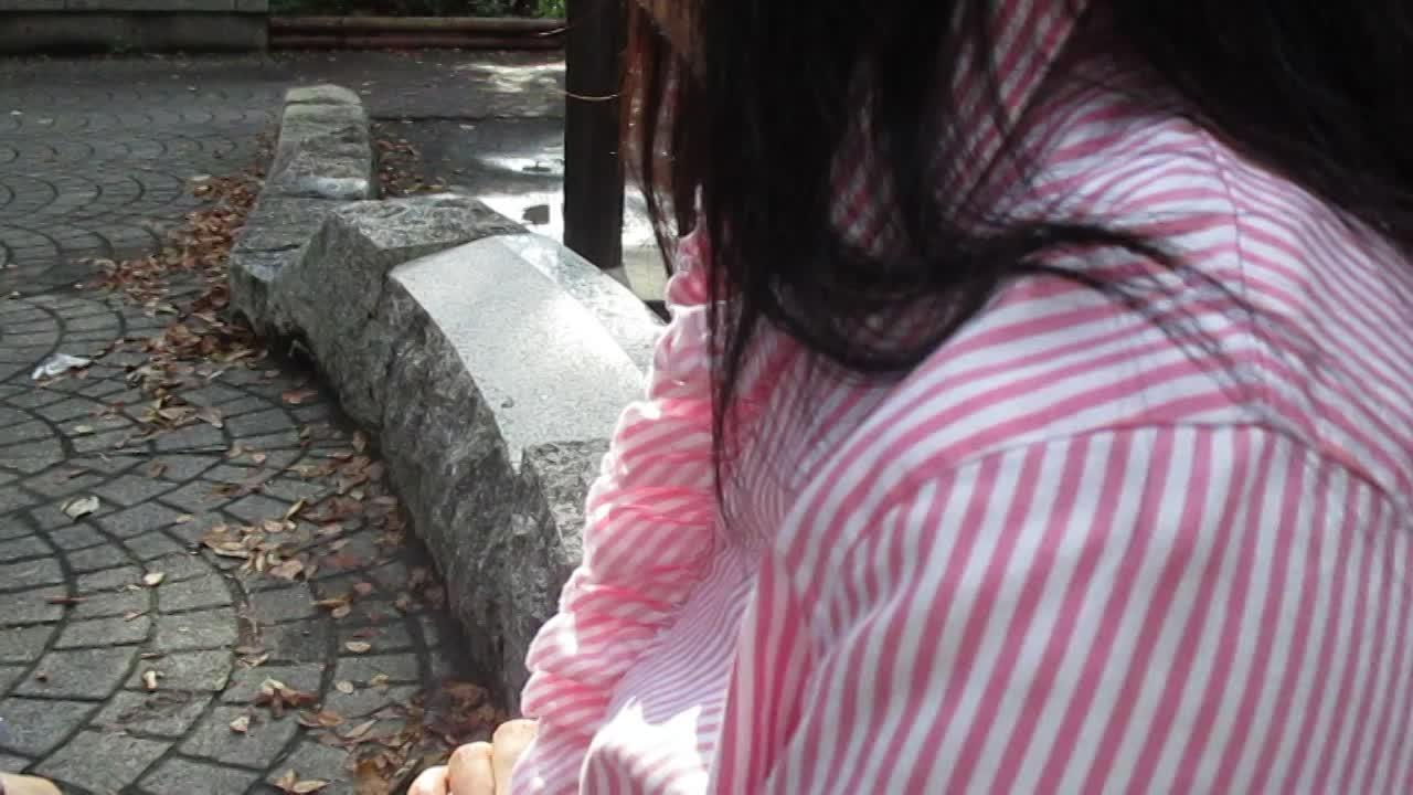 39歳の主婦、恭子奥さんにパンツを脱いでとお願いしました。